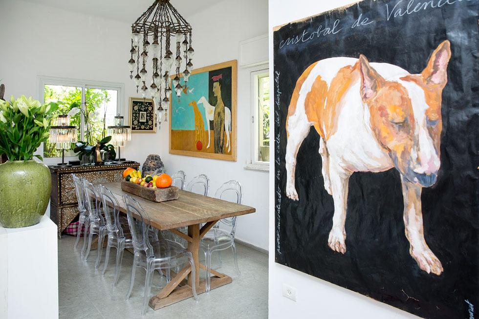 """""""כשנכנסים אליי, ישר אומרים שזה בית של אמן"""" (צילום: ענבל מרמרי)"""