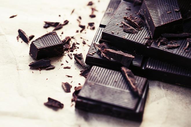 חשוב להגביל את כמות השוקולד ל-30 גרם ליום ולבחור בשוקולד שמכיל לפחות 80% מוצרי קקאו (צילום: Shutterstock)