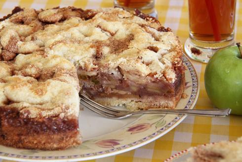 עוגת תפוחים ביין ומייפל (צילום: אסנת לסטר)