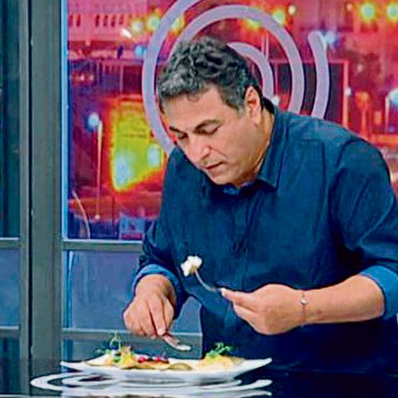 """כהן טועם מנה ב'מאסטר שף'. """"למחרת אני מנסה לעשות ניקוי, צום, שתיית פטרוזיליות. נורא"""""""