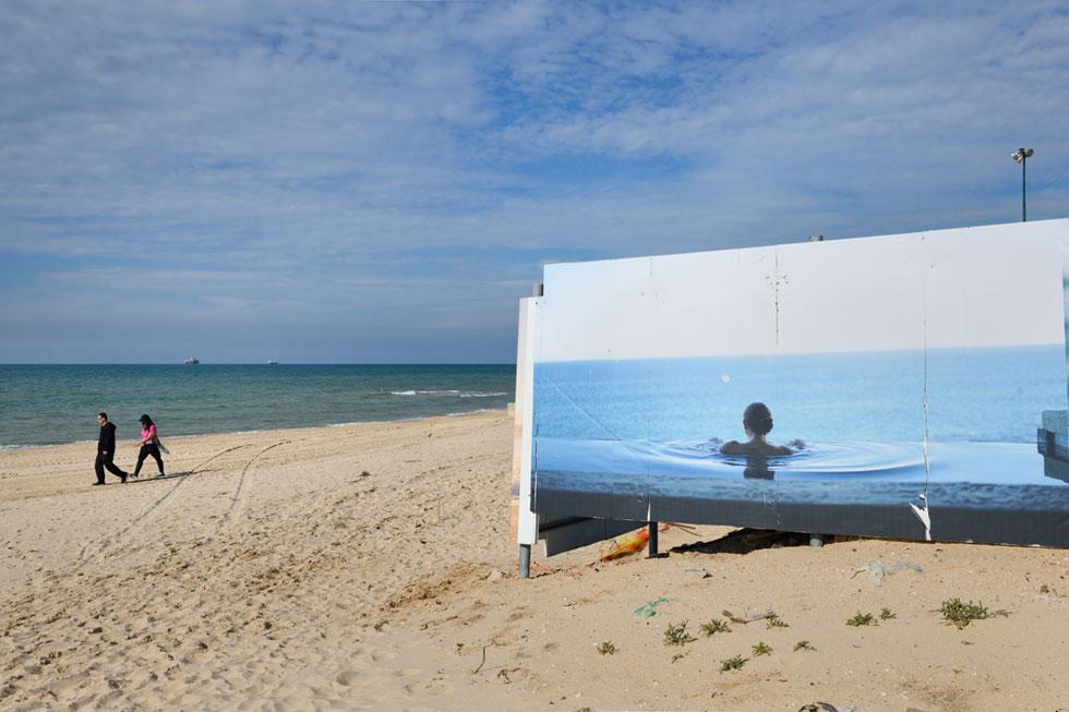 חוק החופים אוסר לבנות במרחק כזה מקו החוף, אבל כך נראה אתר הבנייה של ''הילטון'' בחוף אשדוד (צילום: יונתן בלום)