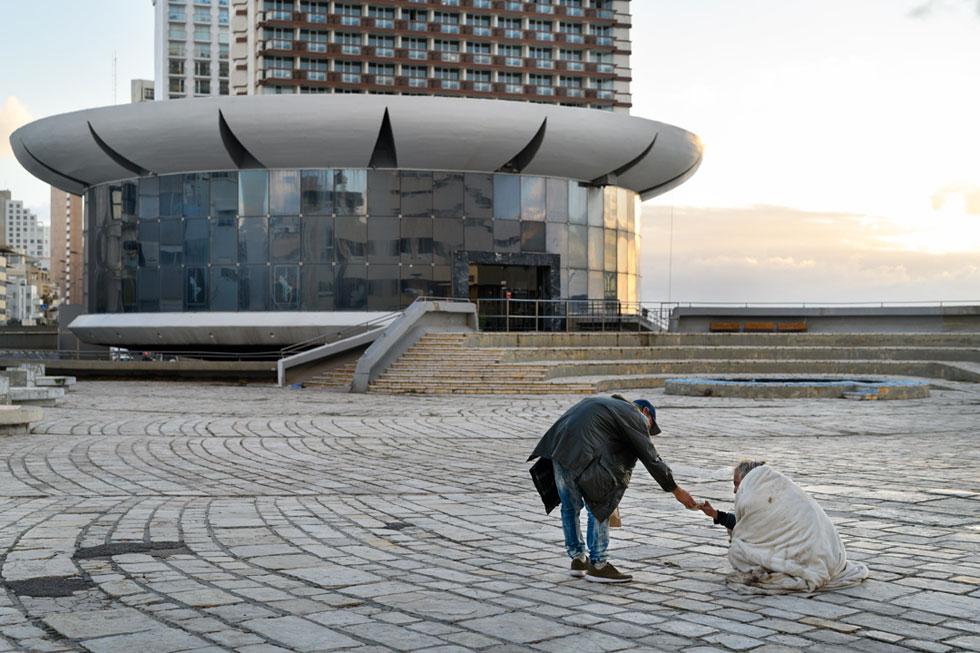 כיכר אתרים. שטח ציבורי שאמור להצטמצם משמעותית לטובת מגדלים (צילום: יונתן בלום)