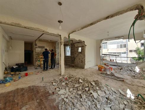 הקירות הפנימיים נהרסו  (צילום: K.O.T אדריכלים)