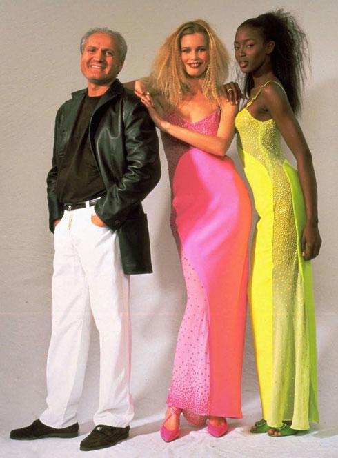 עם ג'יאני ורסאצ'ה ונעמי קמפבל בשנות ה-90 (צילום: AP)