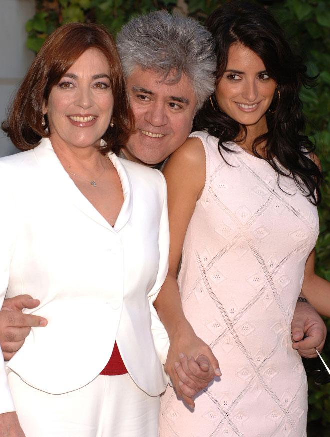 כרמן מאורה, פדרו אלמודובר ופנלופה קרוז, 2005 (צילום: Carlos Alvarez/GettyimagesIL)