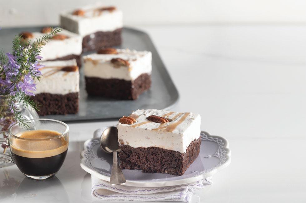 עוגת שכבות: בראוניז וגלידת מייפל־פקאן (צילום: דניאל לילה, סגנון: דניאל לילה)