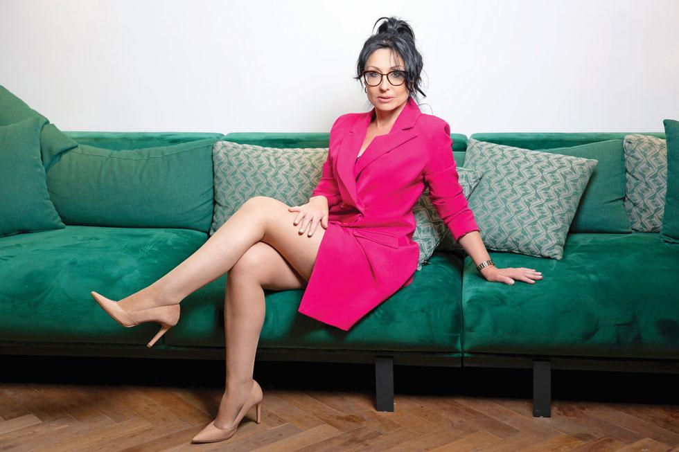 """הבנתי שאם אני משקיעה כל כך הרבה בעסק שאני עובדת בו, אולי הגיע הזמן להשקיע בעסק משלי"""". לריסה אברמוביץ' (צילום: אינגה אבשלום ותומר קצב, סטיילינג: הדס לביא ולורה פלדמן)"""