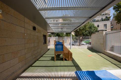 חצר של גן ילדים במתחם (צילום: דור נבו)