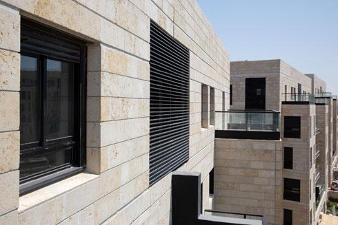 מבט ממרפסת למרפסת (צילום: דור נבו)