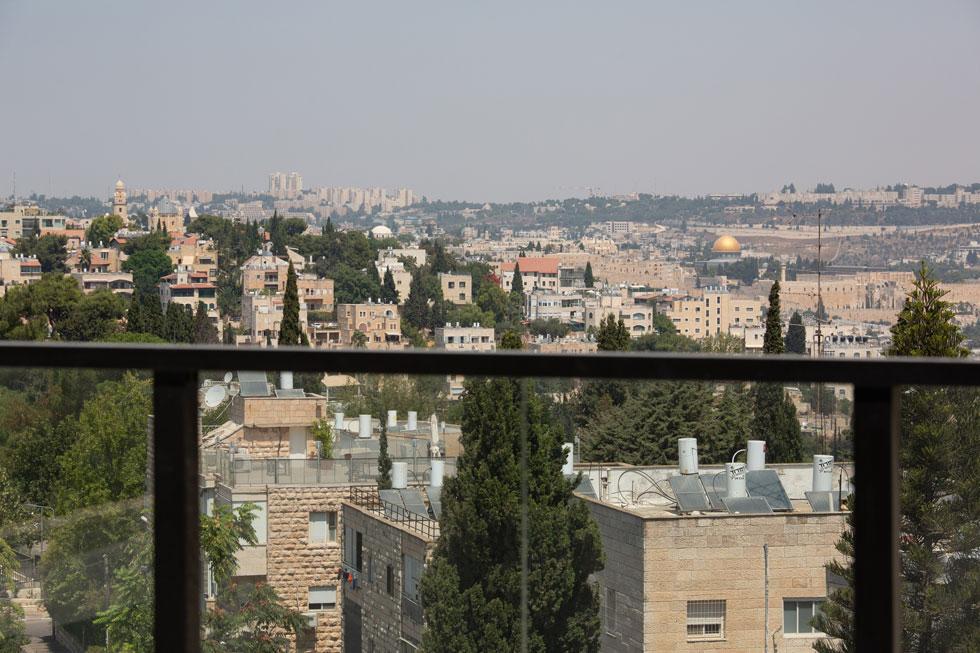 דירות הפנטהאוז היקרות משקיפות לעיר העתיקה. דירת גן מסובסדת עולה כ-7,000 שקלים בחודש (צילום: דור נבו)