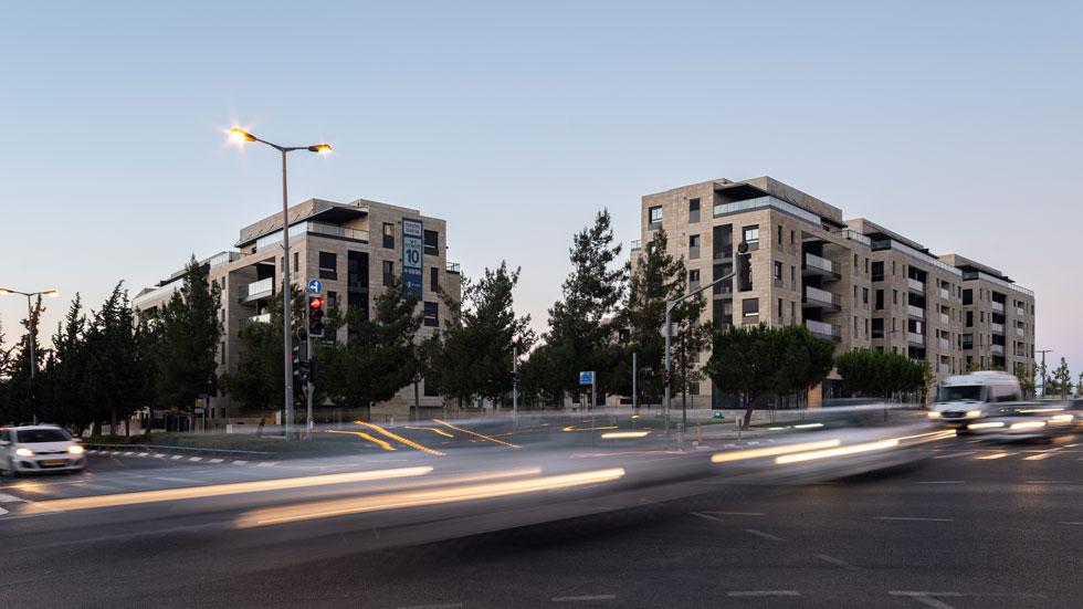 מתחם השכירות לטווח ארוך במבט מקרן הרחובות אלבק-לופו. אם וכאשר השגרירות האמריקאית תתמקם בסמוך, זה ישדרג בוודאי את שווי הנכסים (צילום: דניאל קסב)