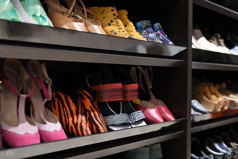 מה חסר לה בדירה? ''עוד נעליים'', היא צוחקת (צילום: יונתן בלום)
