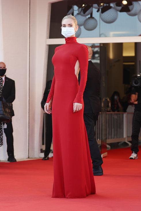 ונסה קירבי בשמלה מקו ההוט קוטור של ולנטינו (צילום: Vittorio Zunino Celotto/GettyimagesIL)