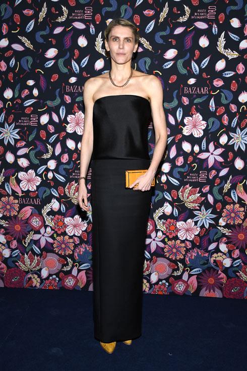 גברה על שמות ותיקים ומפורסמים ממנה בתחרות לפרס מעצבת בגדי הנשים של השנה. הרסט (צילום: Pascal Le Segretain/GettyimagesIL)