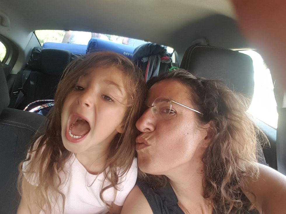 """עם בתה לוטם. """"למדתי להכיר תודה על כל דבר, קטן כגדול"""" (צילום: אלבום פרטי)"""