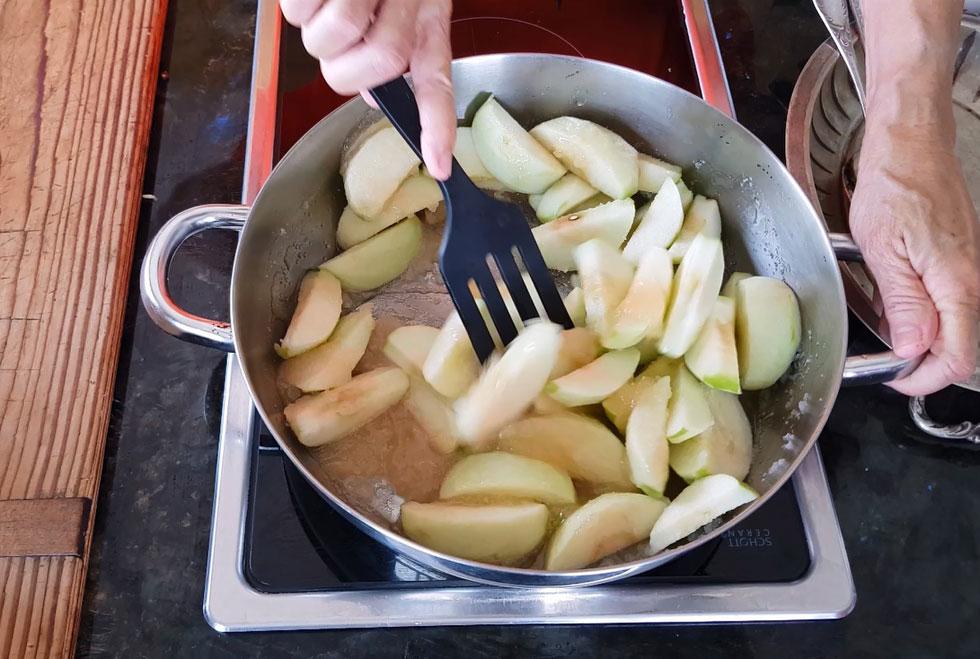 לא חשוב אם התפוחים שלכם לא מדוגמים - המנה עדיין תצא מעדן (צילום: אסנת לסטר)