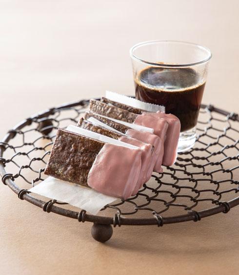 עוגיות שוקו עם ציפוי רובי (צילום: דני לרנר, סגנון: פסי ברניצקי)