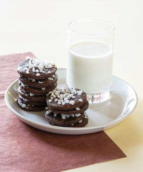 עוגיות שוקו עם גבישי סוכר (צילום: דני לרנר, סגנון: פסי ברניצקי)