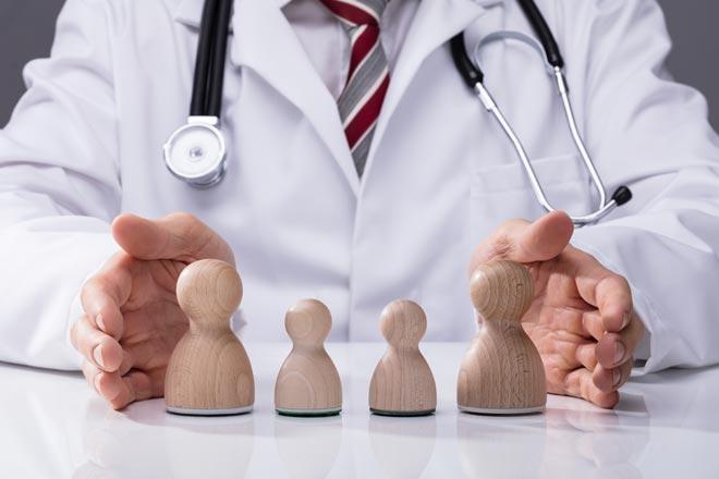 אחרי משפט אחד של המטופל ברור לך אם בדיקת הקורנה נחוצה או לא. אפשר לסגור את השיחה לאחר משפט אחד של המטופל ומשפט תשובה שלך, אבל לא זה מה שהמטלפן רוצה (צילום: Shutterstock)