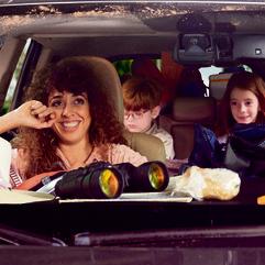 להיות בפרונט זה מעייף. 'משפחה באוטו'