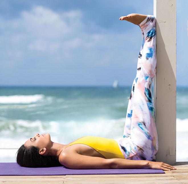 התנוחה גם מרגיעה את מערכת העצבים, מסייעת להשריית שקט נפשי ומגבירה את האנרגיה (צילום: אוהד רומנו  סגנון: גיא סילברמן)