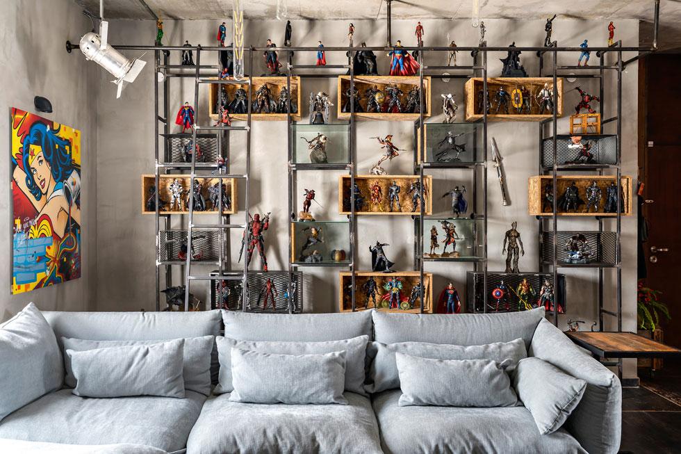 הספה היא הרהיט הכי רגוע בבית, שמשאיר את הבמה ליתר האלמנטים (צילום: מאור מויאל)