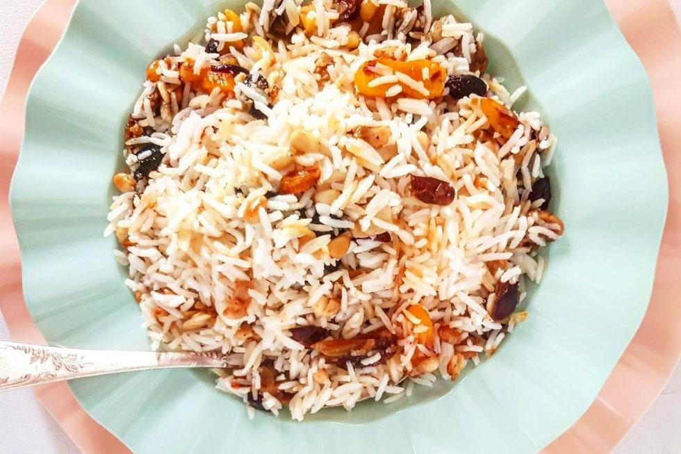 אין סיבה ללכת על לבן ומשעמם כשאפשר ללכת על חגיגי ומתובל: אורז עם טנזיה (צילום: אסתר דורון צרפתי)