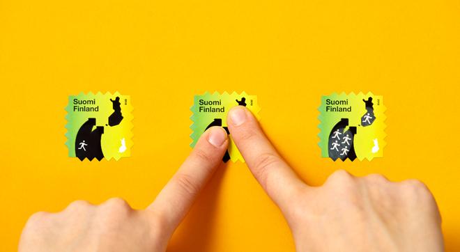 האצבעות מחממות את הדיו, שמשנה את התמונה (Design: Berry Creative, Photography: Paavo Lehtonen)