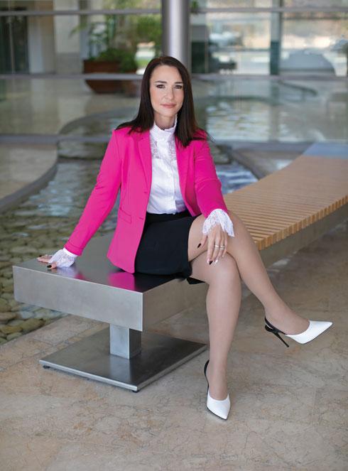 """""""אנשים רבים אומרים עליי שאני אישה שאין לה פחד"""". דיאנה שריבקר (צילום: ענת קזולה, סטיילינג:לורה פלדמן)"""