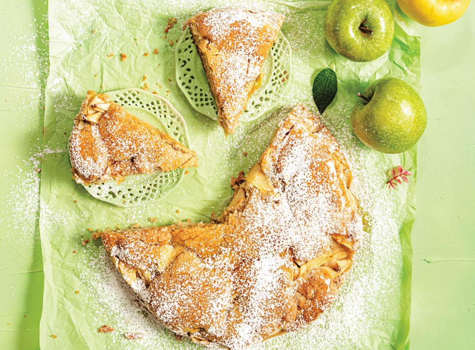 עוגת תפוחים מהירה (צילום: שרית גופן, סגנון: עמית דונסקוי)