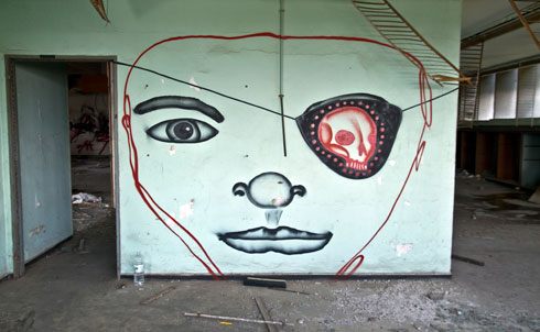 אתר חלומי לאמני גרפיטי ולהומלסים (צילום: יניב ברמן)