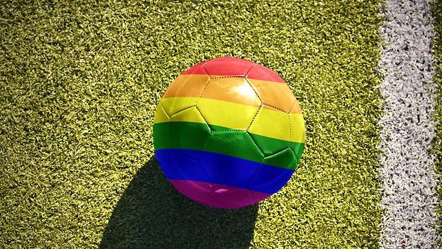 כדור רגל בצבעי הגאווה ()