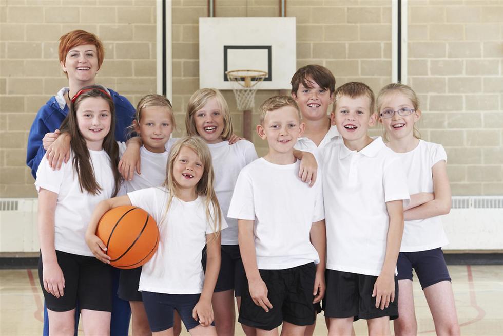 ילדים בשיעור חינוך גופני ()