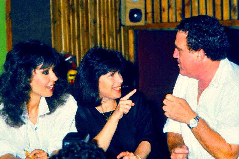 """עם יהורם גאון וירדנה ארזי, סוף שנות ה-80. """"אני מאוד אוהבת שמחדשים שירים שלי, ולא אכפת לי אם משנים או מוסיפים"""" (צילום: wikipedia, cc)"""