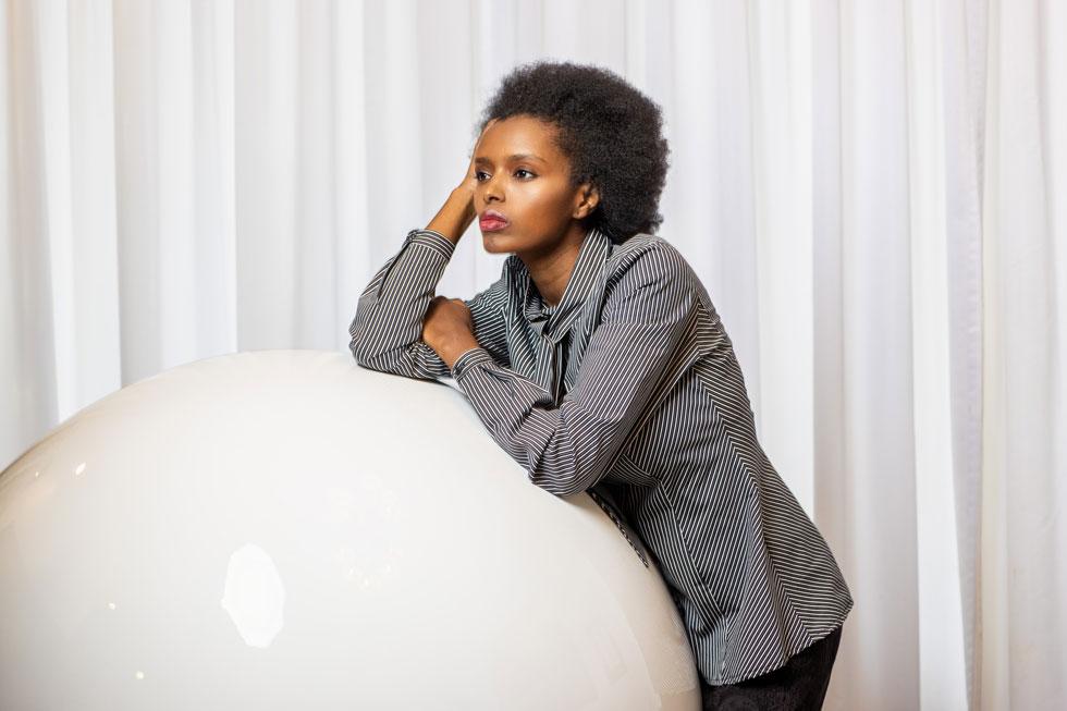 """""""בילדותי באתיופיה, גדלתי על ירושלים הקדושה. כל הילדות שלי דיברו על זה שצריך לחזור הביתה לארץ"""". פאנטה פראדה-שלמה (37), דוגמנית, עורכת דין, בעלת המסעדה האתיופית באלינג'רה, מייסדת המרכז לתרבות אתיופית """"בתה"""" ופרזנטורית של דורין פרנקפורט. אמא של אמבר (9) ויהונתן (4)  (צילום: טל שחר)"""