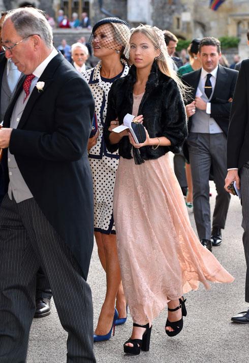 האם והבת מגיעות יחד לחתונה של הנסיכה יוג'יני, 2018 (צילום: GettyimagesIL)