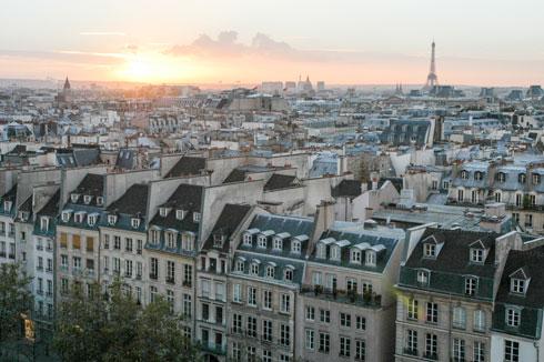 ''פחות צפיפות לא מעיד על חולשה. איזו תוססת פריז. תל אביב יכולה להיות תוססת ונהדרת גם בלי מאות גורדי שחקים שמתוכננים בה'' (צילום: Shutterstock)