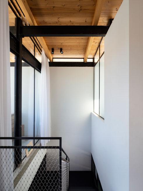 במעלה המדרגות (צילום: נגה שחם פורת)