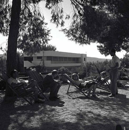בית ההבראה ארזה קיבל את שמו מהארז שנטע הרצל (או כך חשב) באדמת המקום, בביקורו ההיסטורי בארץ ישראל (צילום: Wmilbot, cc)