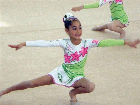 """יובל ניזרי ז""""ל. ילדה מוכשרת, רקדנית ומתעמלת (צילום: אלבום פרטי)"""