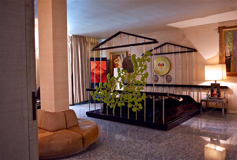 חדר השינה של פלאטו שרון (צילום: איתי סיקולסקי)