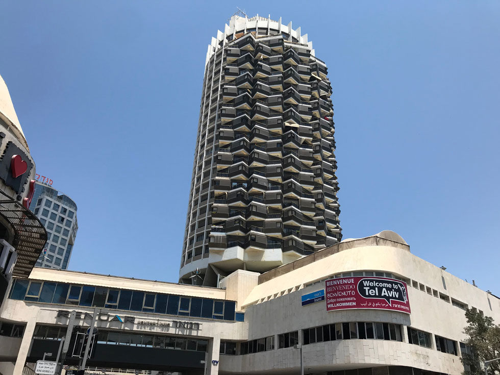 מגדל דיזנגוף סנטר בתל אביב הוא עוד יצירה פיסולית בולטת של בן חורין בת''א (צילום: ColorMaker/Shutterstock)