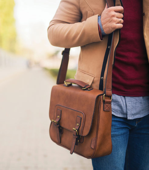 נסו לעבור לתרמיל גב בעל רצועות באורך שווה (צילום: Shutterstock)