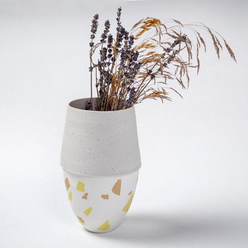 חיי המדבר הם ההשראה. כלי של דפנה לוי-בנאי (צילום: הדס פרץ)
