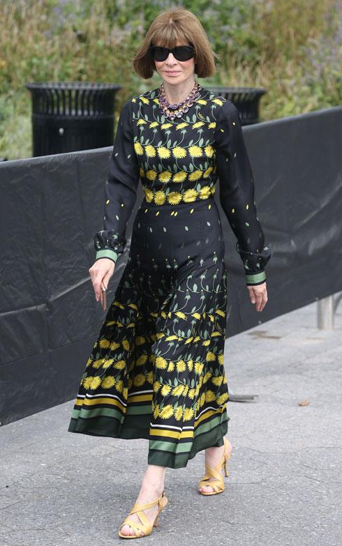 """""""אופנה היא תחום ביצ'י. זה קשה, זה אמור להיות כך, אבל בווג, כאשר היינו אומדים תצלום היינו אומרים 'זה ווג' או 'זה לא ווג'. והמשמעות של זה באמת היתה: 'רזה, עשירה ולבנה'"""", אמר לניו יורק טיימס אחד מעובדיה לשעבר של ווינטור (צילום: rex/asap creative)"""