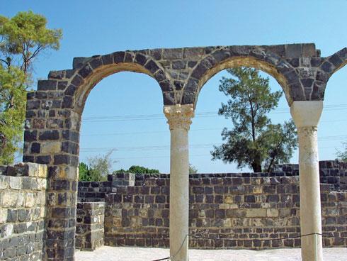 שרידי מנזר מרשים. כורסי  (צילום: ארכיון רשות הטבע והגנים)