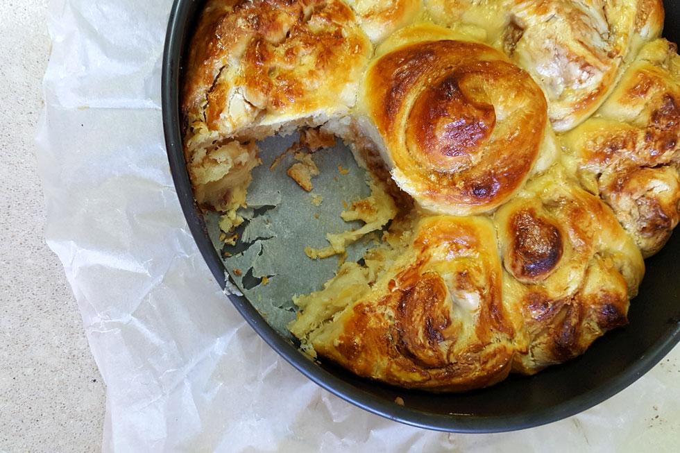 """מושלם לסופ""""ש קריר - עוגת שושנים עם שקדים וסילאן (צילום: מירי צדוק)"""