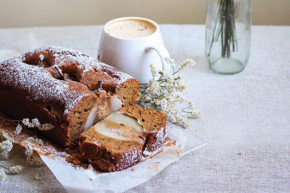 עוגת קפה ואגסים (צילום וסגנון: מילי אליהו)