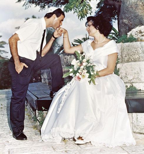 """רותי ושמוליק ביום חתונתם. """"״המשפחות שלנו שמחו מאוד שאנחנו זוג"""" (צילום: אלבום פרטי)"""
