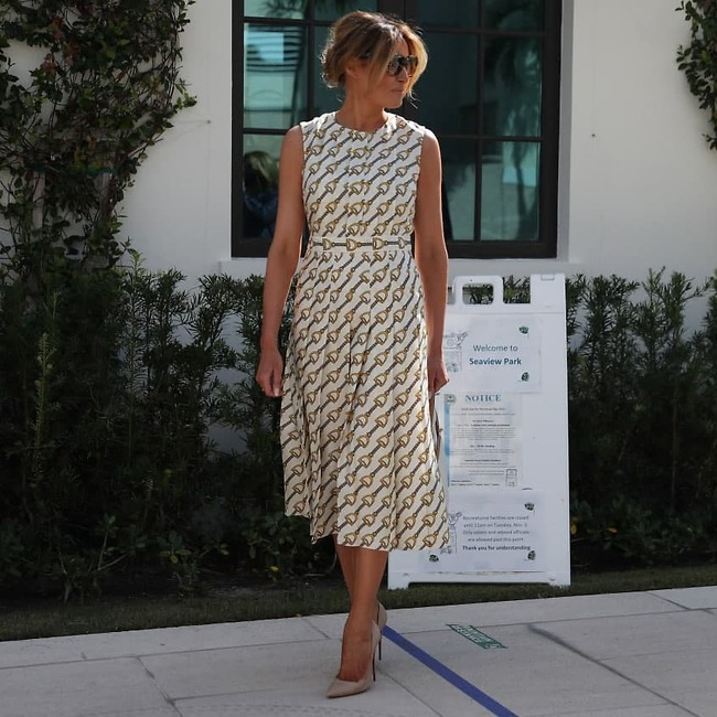שמלה של 4,500 דולר, בקטנה. מלניה טראמפ (צילום: GettyImages)